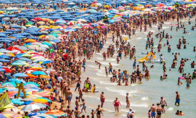 La precariedad laboral del turismo español continúa siendo un problema estructural