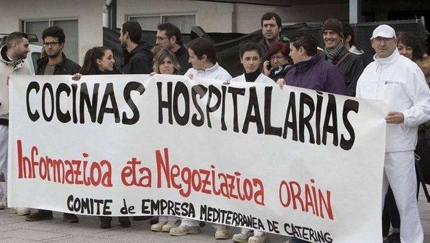 La UGT lamenta que decisiones políticas sobre las cocinas hospitalarias hayan dejado en la calle a 250 trabajadores