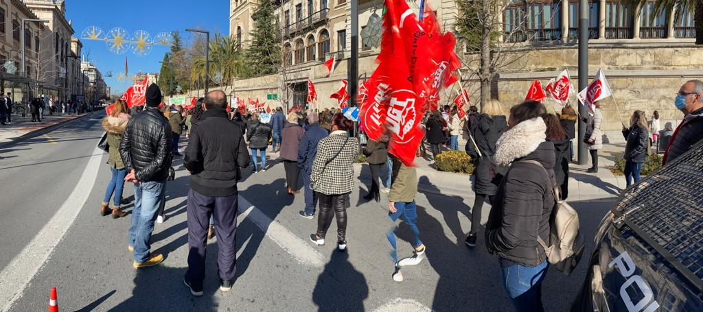 UGT Continua denunciando la situación de los comedores escolares en Granada, cuyo cierre afecta a unas 1000 trabajadoras